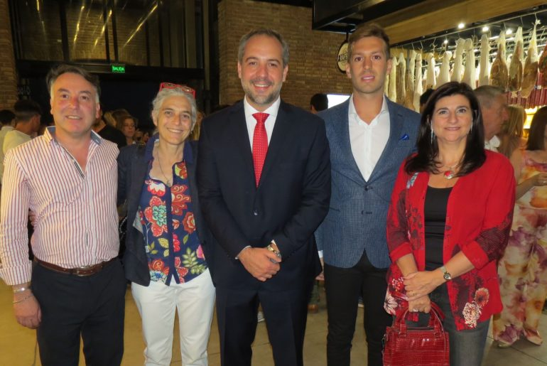 Marcelo Montenegro, Beatriz Barbera, Matías Stevanato, Nicolás Armentano y Gabriela Testa.